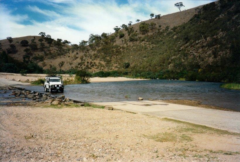 03-24-1998-01-crossing-murrumbidgee-r