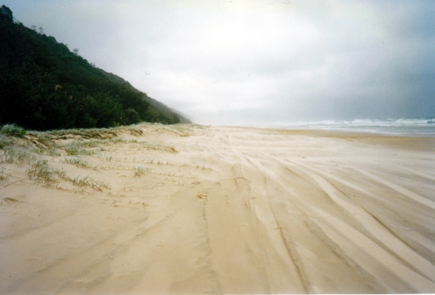 04-17-1998 02 Teewah Beach driving conditions.jpg