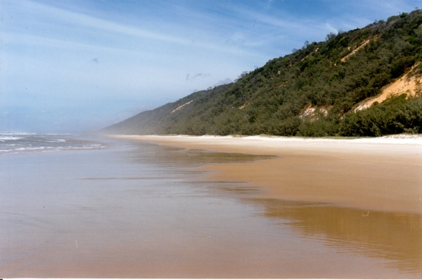 04-20-1998 view sth along Teewah Beach.jpg