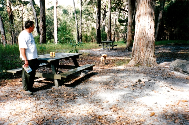 05-10-1998 11 Lake Boomajin picnic area.jpg