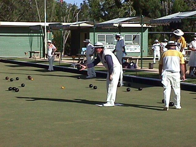 07-25-1998 Bowling at Weipa.jpg