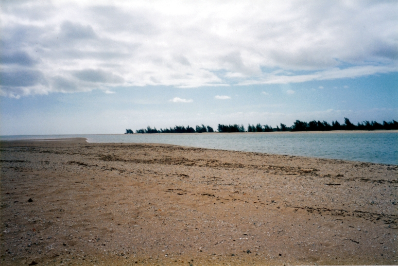 08-01-1998 03 river mouth nth of Vrilya Point.jpg