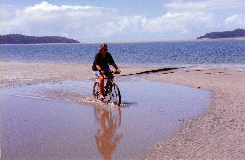 09-03-1998 fun on wonga beach.jpg