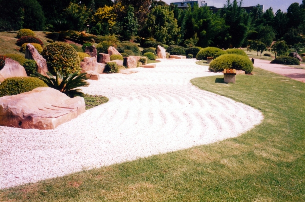 01-06-1999 Japanese Gardens path with waves.jpg