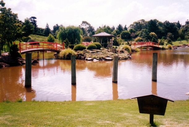01-06-1999 symbolism Japanese gardens, toowoomba.jpg