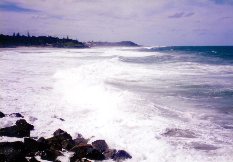 02-06-1999 ballina breakwall rough seas.jpg