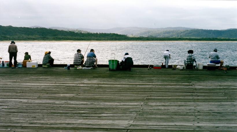 03-14-1999 tathra jetty fishermen.jpg