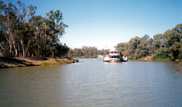 04-16-1999 melbourne genuine paddle steamer.jpg