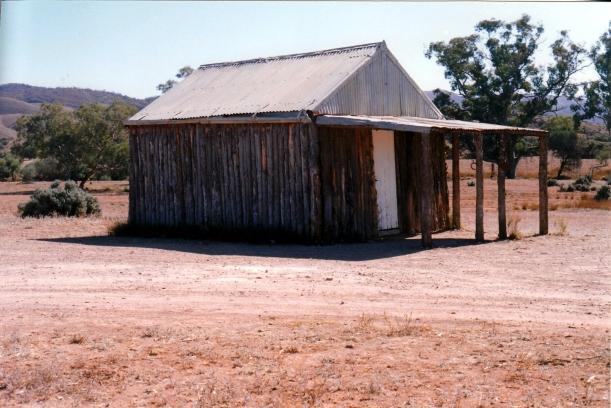 05-09-1999 02 old moxons hut.jpg
