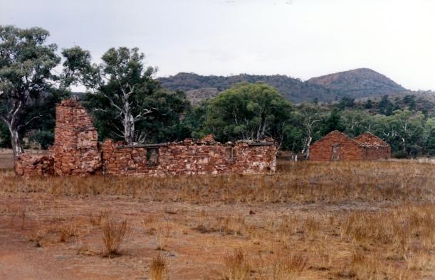 05-18-1999 05 Artimore HS ruins.jpg