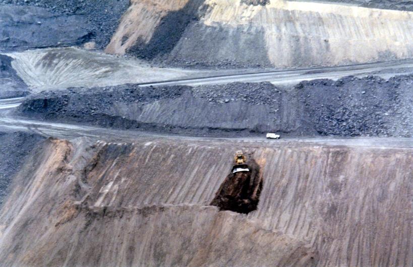 05-22-1999 04 Leigh Ck coalfield brave dozer.jpg