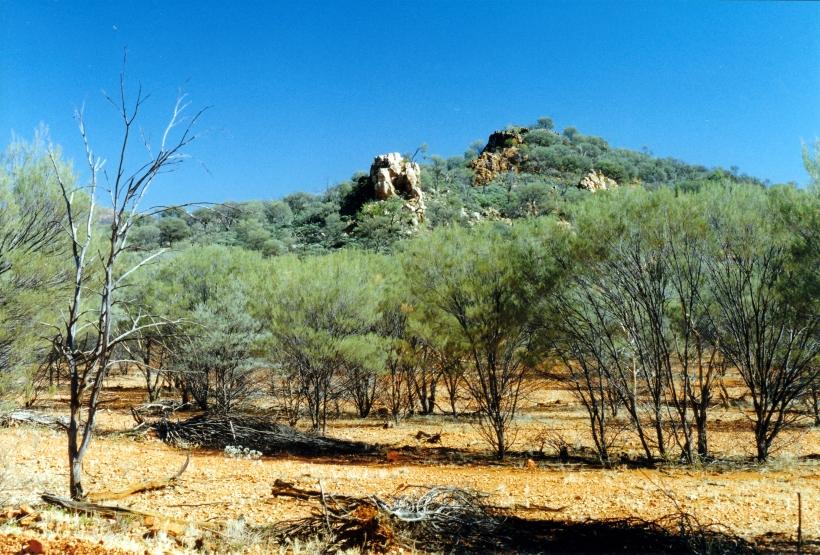 07-15-1999 02 Pinnacles Bore Tk quartz outcrop.jpg