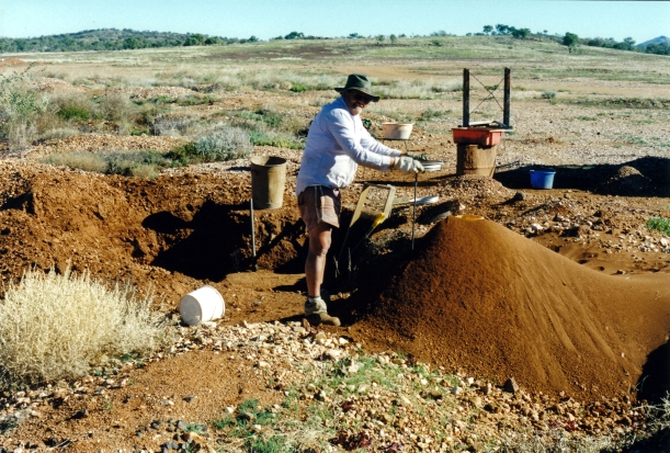07-26-1999 02 Mud Tank lot of dirt been sifted here .jpg