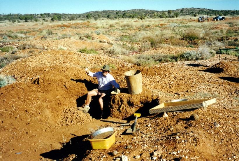 07-26-1999 04 Mud Tank John in his deepest zircon pit.jpg