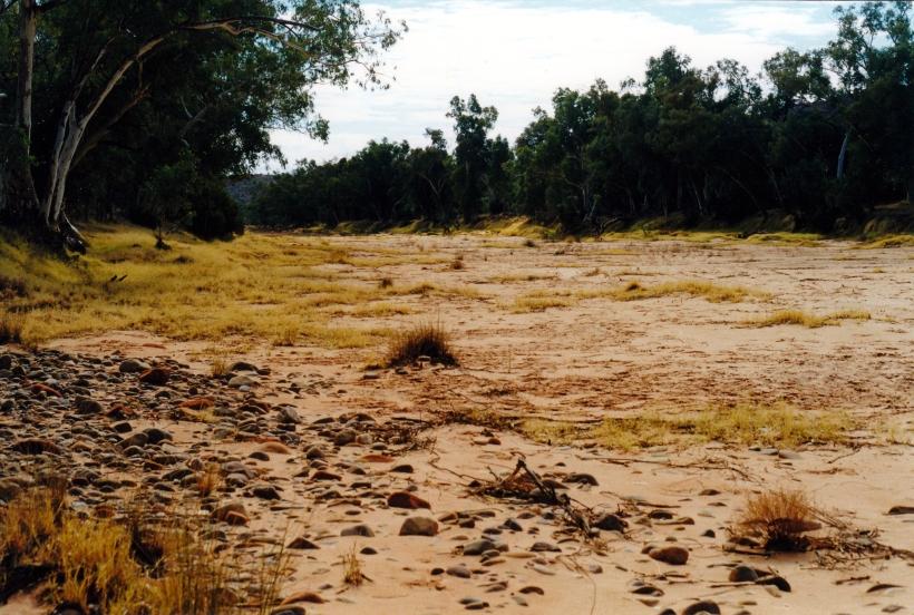 08-11-1999 06 Finke R crossing looking upstream.jpg