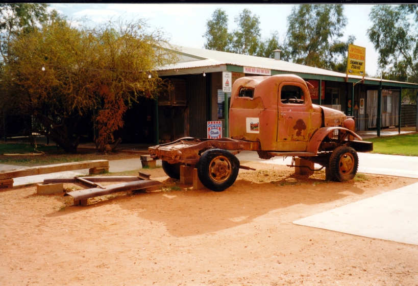 08-11-1999 14 Stuarts Well rig that made first Kings Canyon track