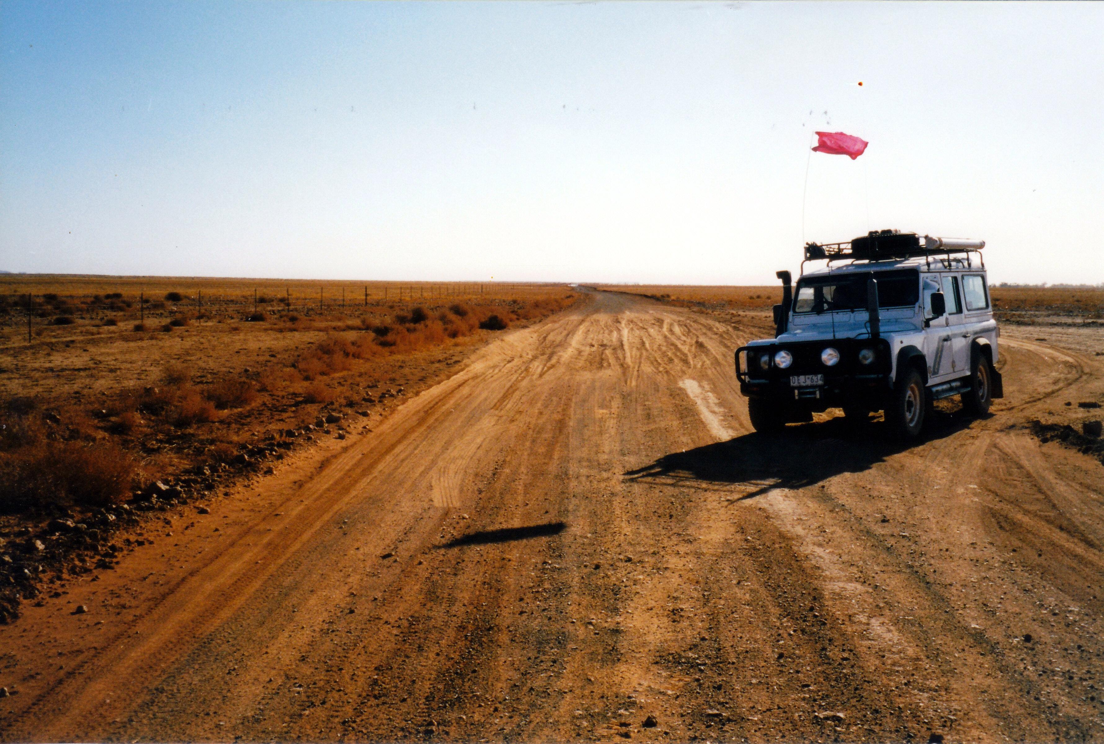 08-13-1999 12 bulldust Finke Mt Dare rd