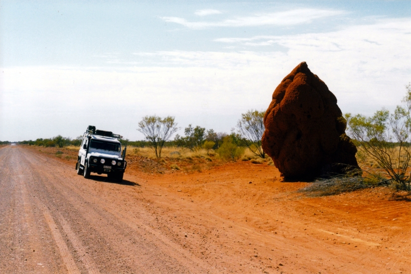 08-23-1999 02  Plenty Hwy big termite mound.jpg