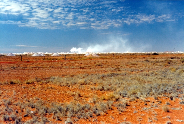 08-31-1999 Coober Pedy in distance.jpg