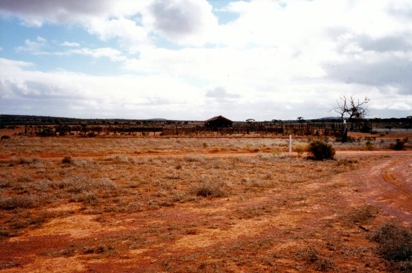 09-05-1999 02  pastoral relics near Kangaroo Well .jpg
