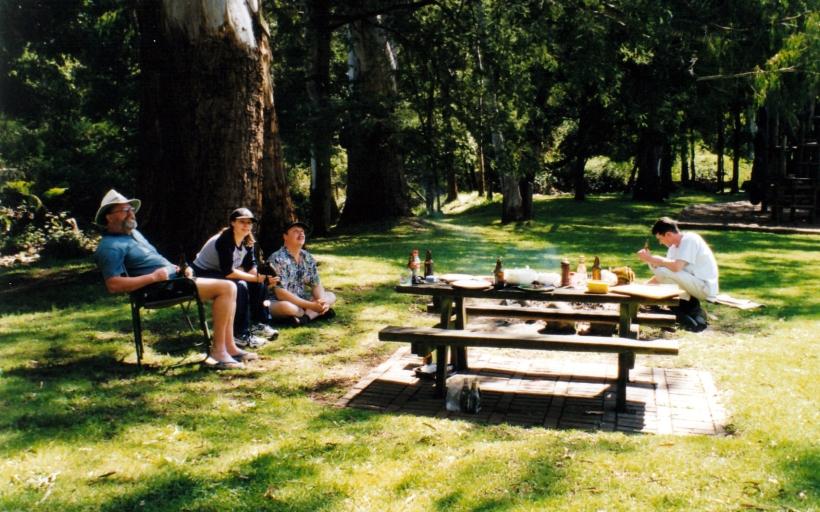 10-17-1999 healesville lunch.jpg
