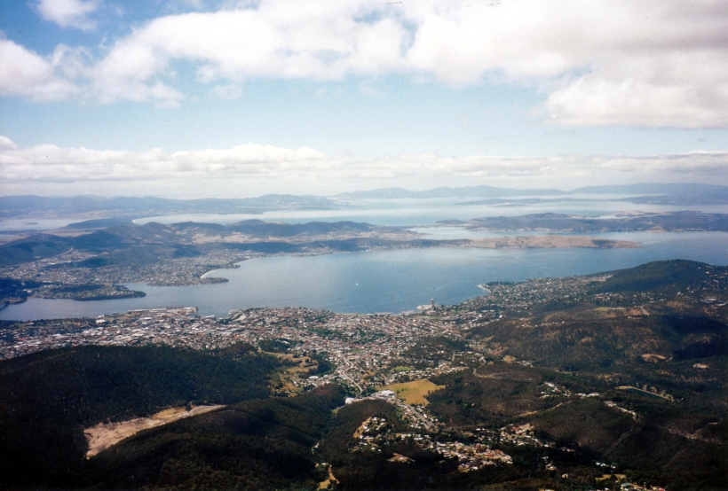 01-24-2000 sthern Hobart from Mt Wellington.jpg