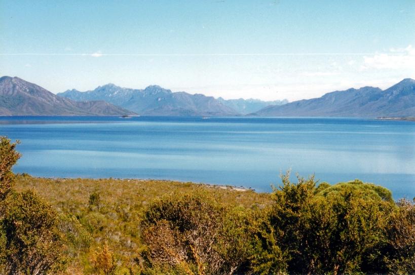 02-18-2000 05 Lake Pedder & Frankland Ra.jpg