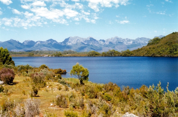 02-18-2000 07 lake pedder at scotts pk lo