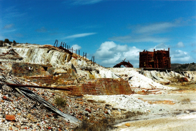 03-08-2000 smelter ruins zeehan.jpg
