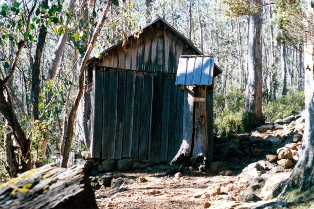 04-07-2000 03 trappers hut