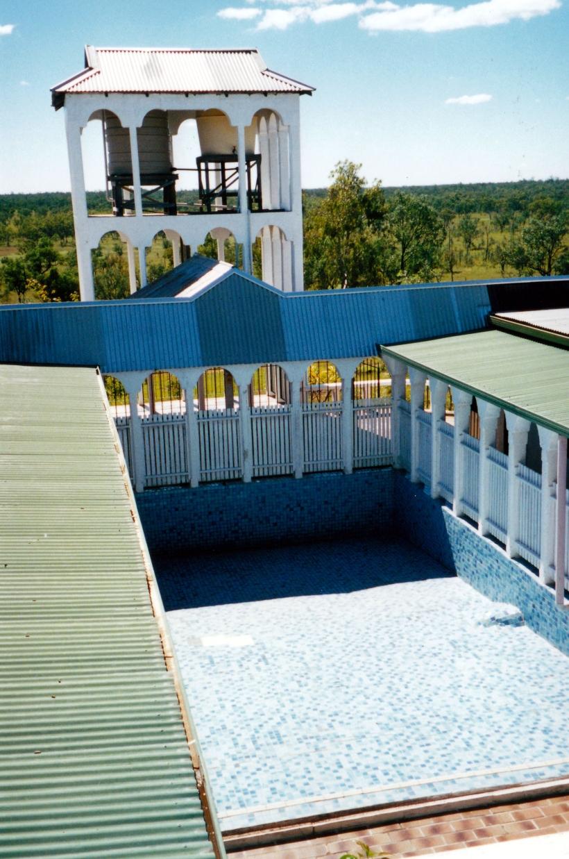 05-11-2000 castle pool.jpg