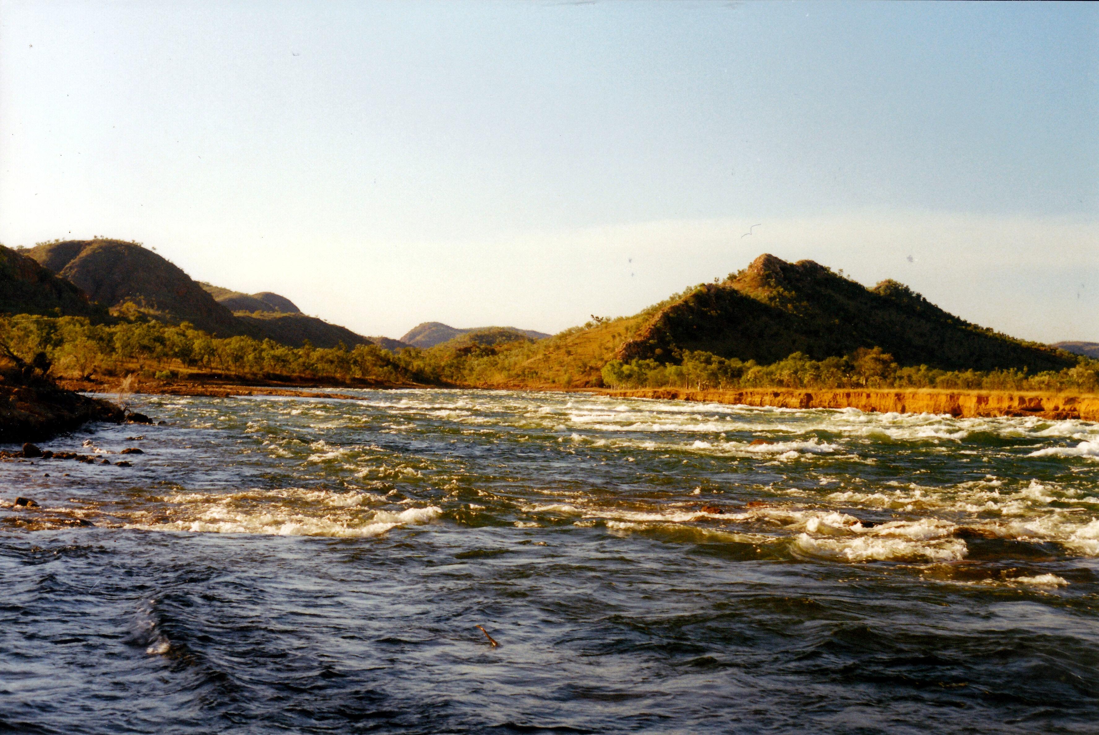 06-27-2000 06 Lake Argyle spillway creek raging.jpg