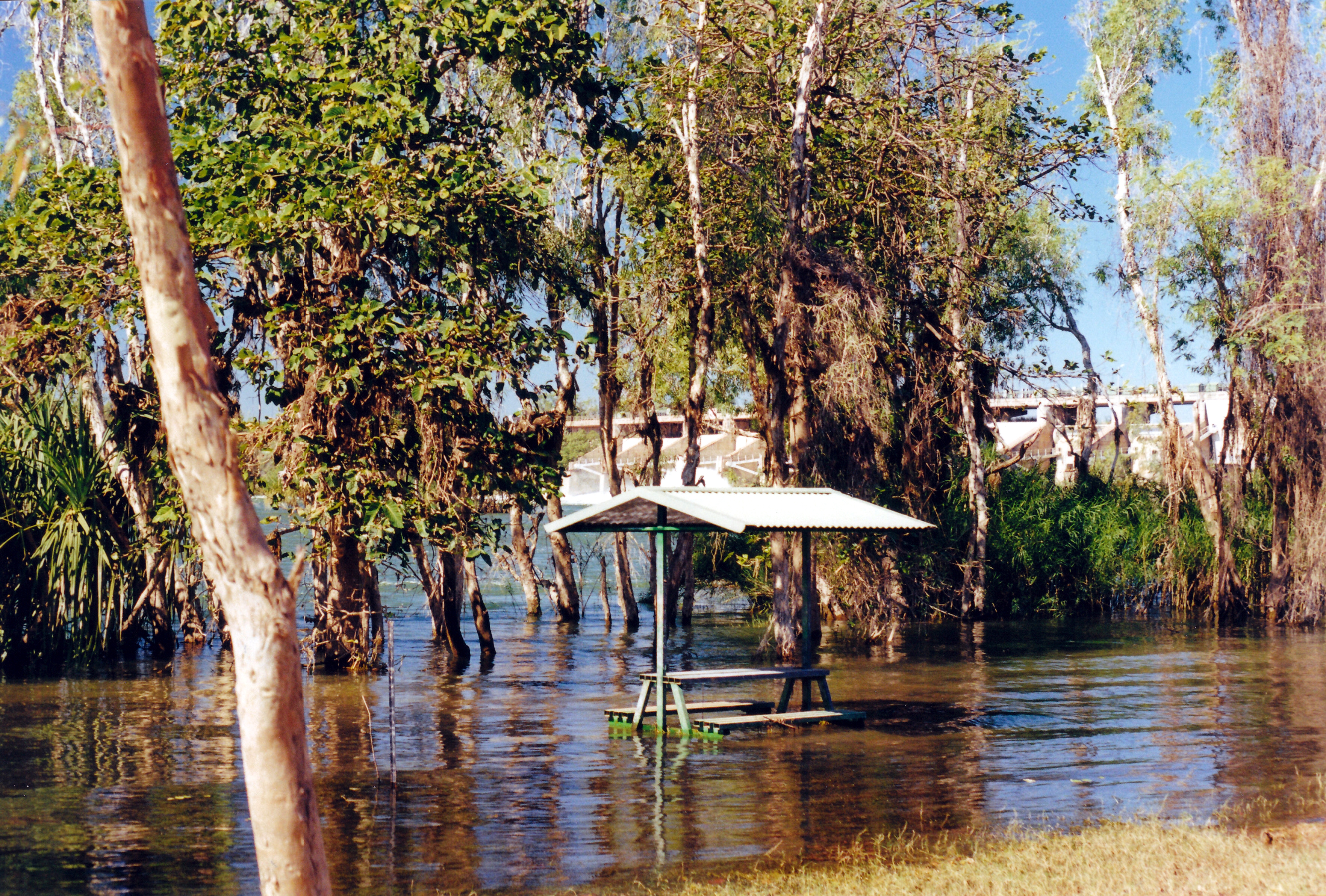 07-01-2000 flooded picnic area below dam