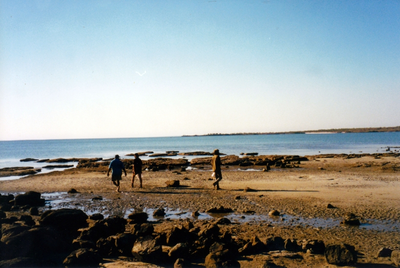 07-28-2000 06 Mission Beach oyster gathering.jpg