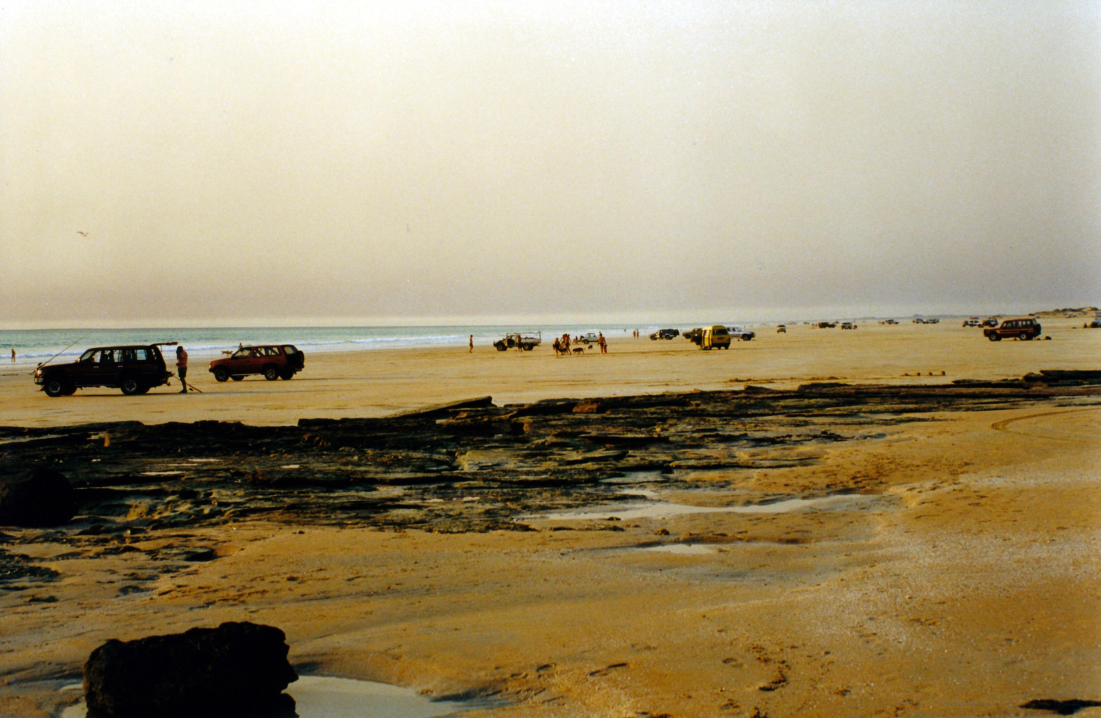 08-27-2000 cable beach near sunset.jpg