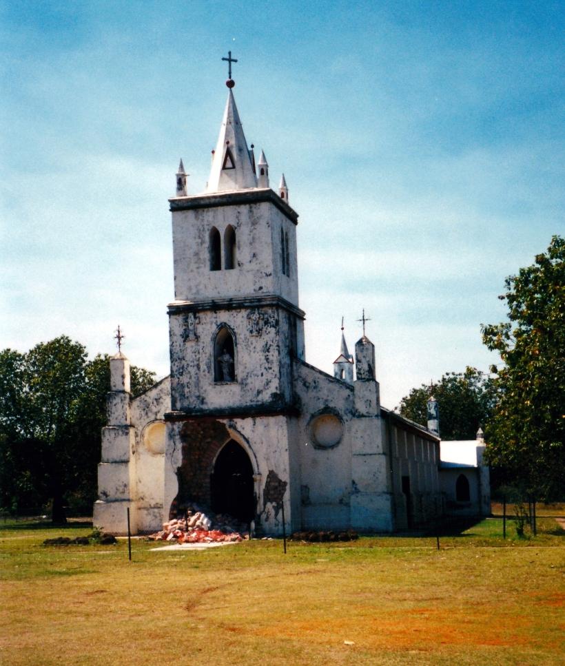 08-28-2000 01 beagle bay church collapse