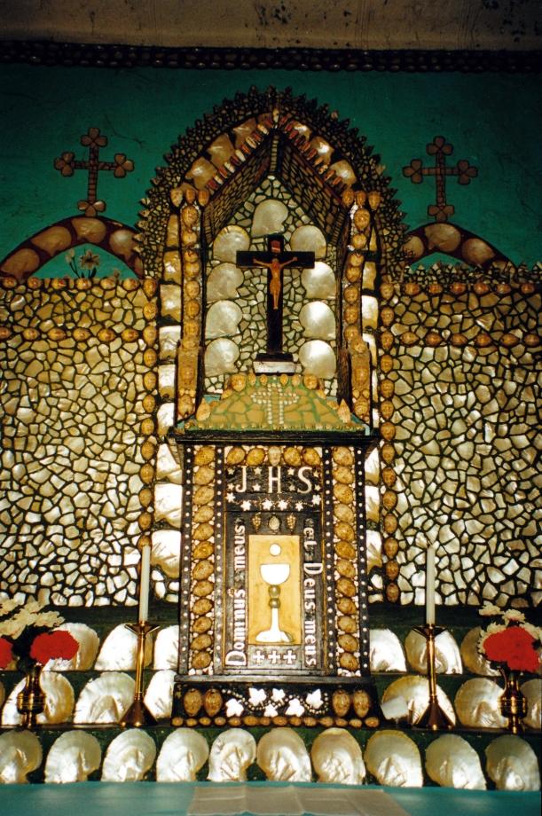08-28-2000 03 beagle bay chruch altar.jpg