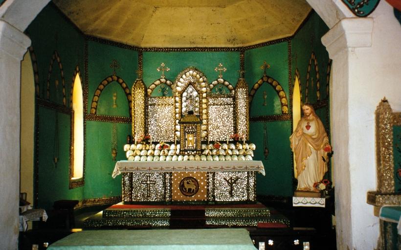 08-28-2000 04 interior beagle bay church