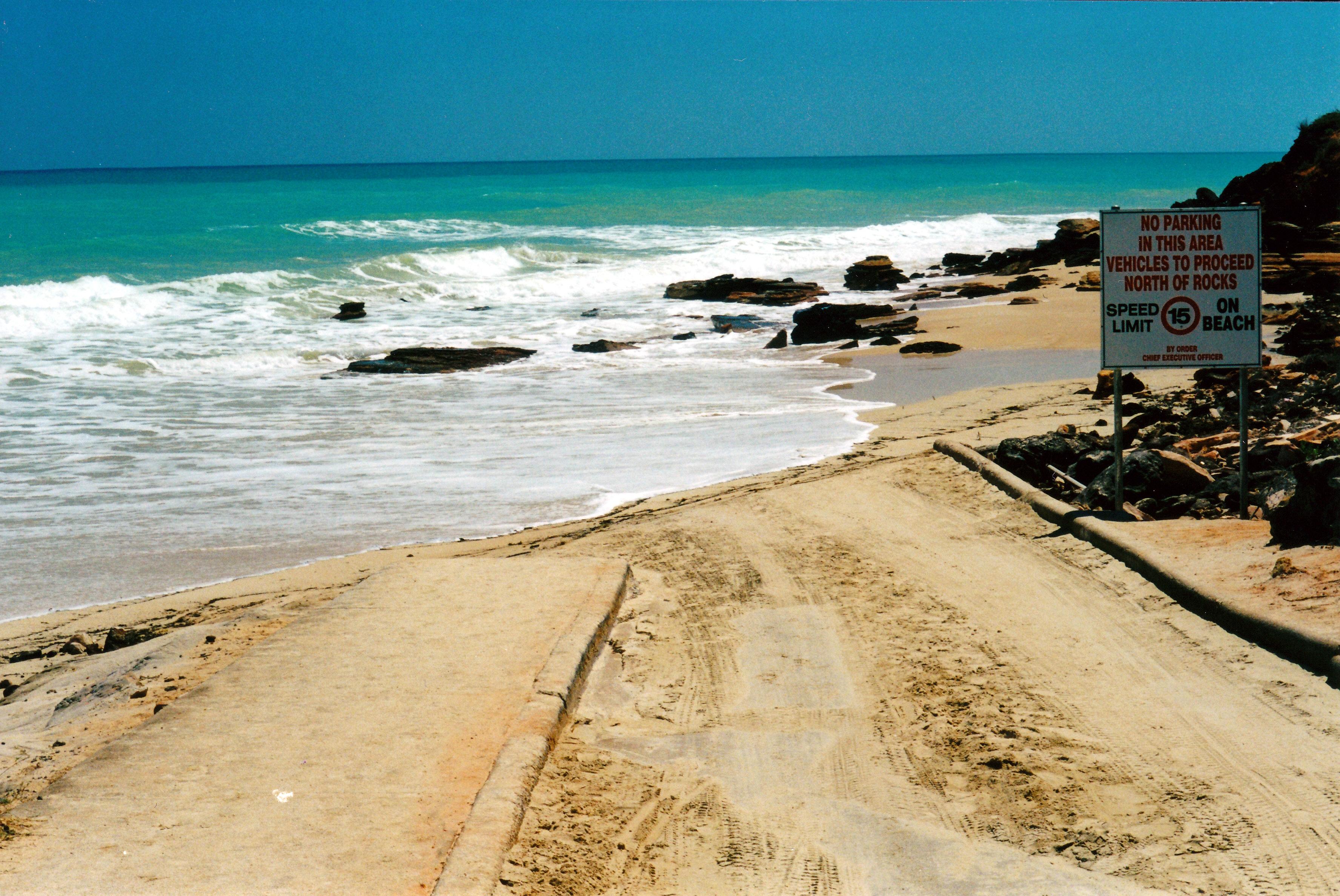 08-30-2000 cable beach high tide.jpg