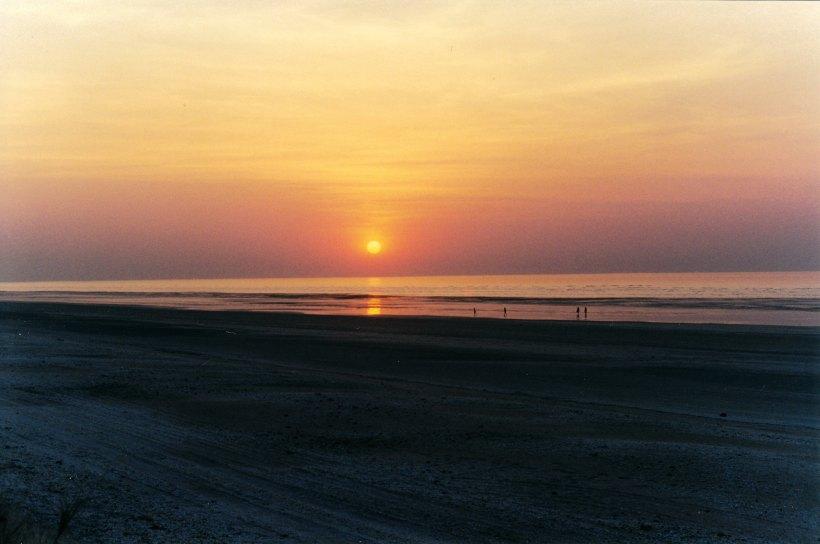 09-11-2000 sunset 80 mile beacg.jpg