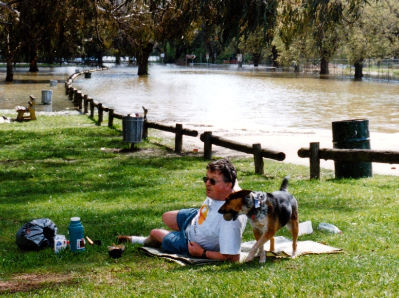 09-22-1996 flooded murray at albury.jpg