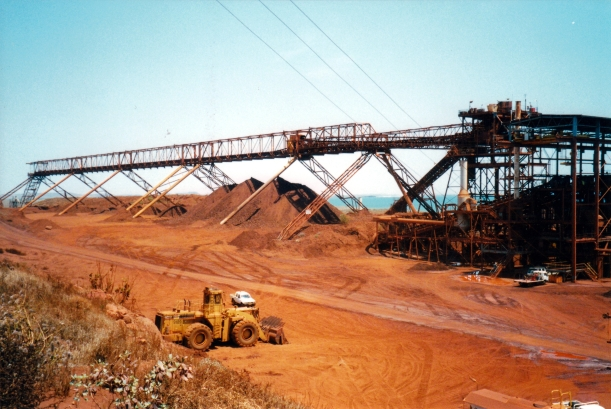 10-06-2000 Robe River iron ore pile cape lambert.jpg