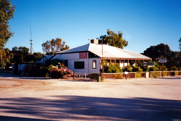 11-09-2000 02 hamelin telegraph station.jpg