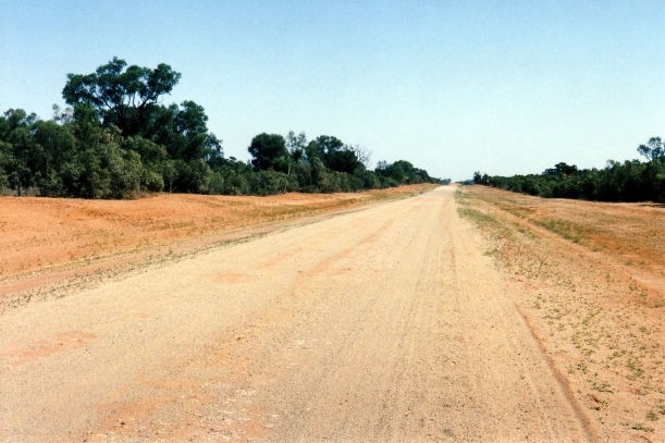 09-23-2001 Hungerford rd out of Bourke.jpg