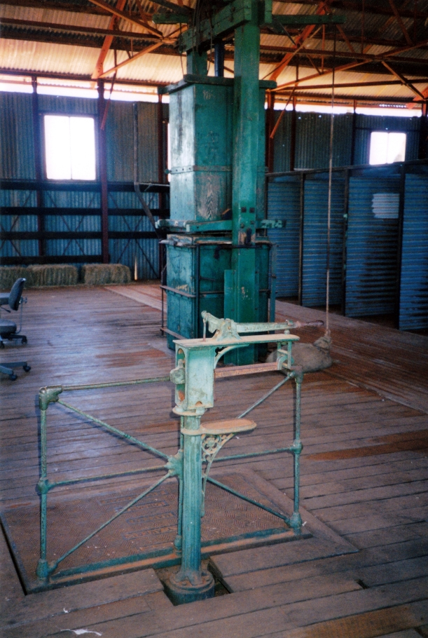 09-25-2001 machinery currawinya shearing shed.jpg