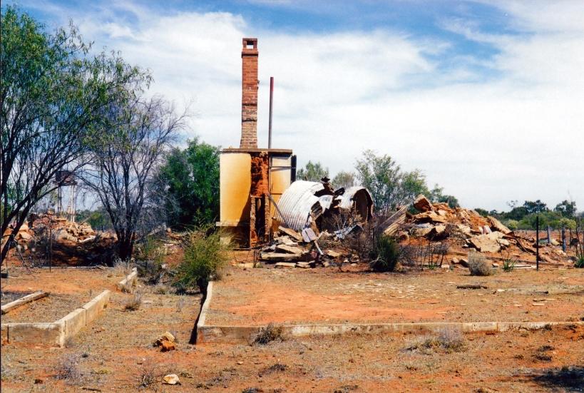 09-26-2001 ruins caiwarro hs.jpg