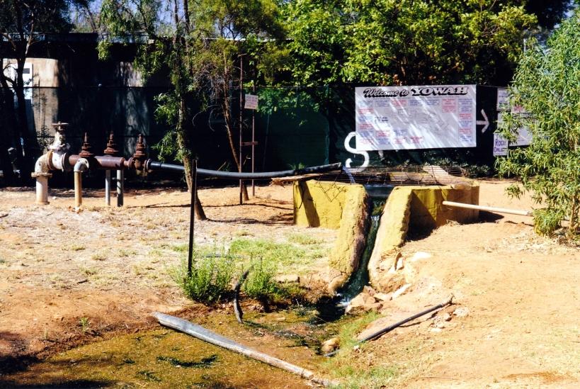 09-29-2001 yowah artesian bore.jpg