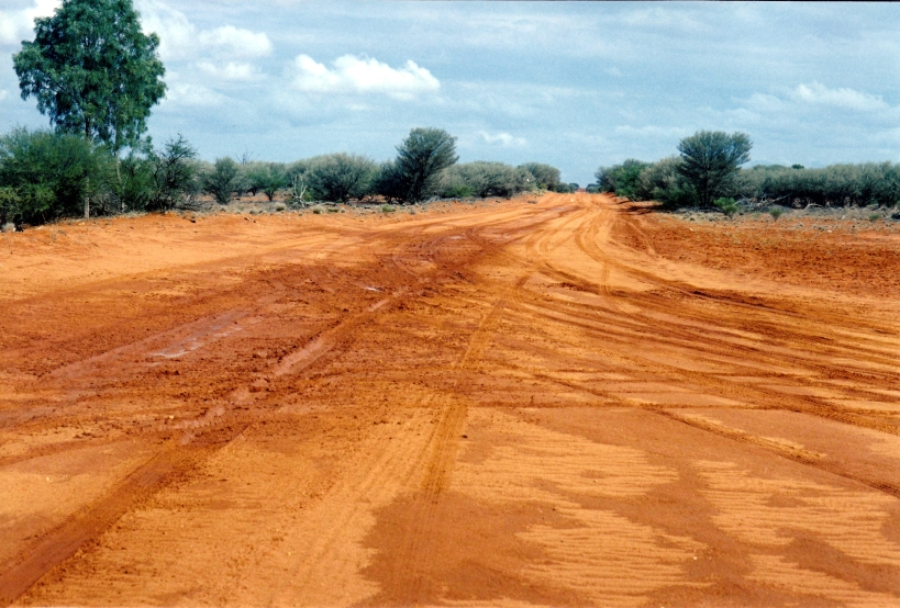 10-01-2001 corner bulloo and naryilco tracks.jpg