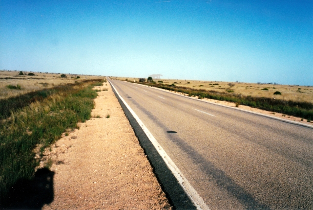 11-28-2000 01 Highway 1 west of Caiguna.jpg