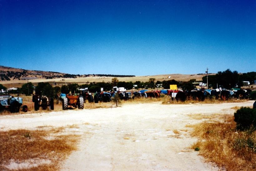 12-09-2000 04 tractors